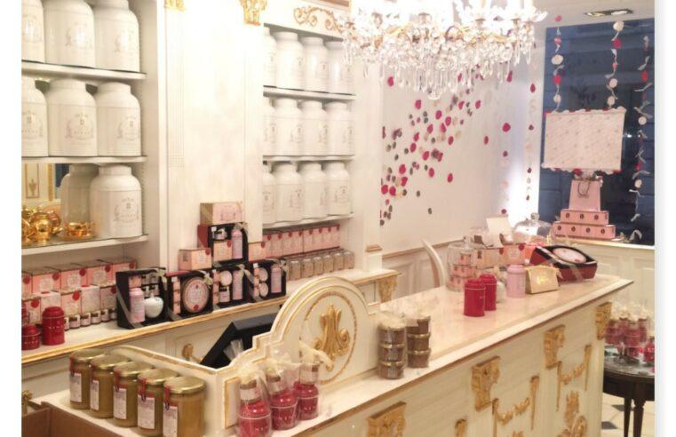Dans le salon de thé de Marie-Antoinette, NINA'S Paris !