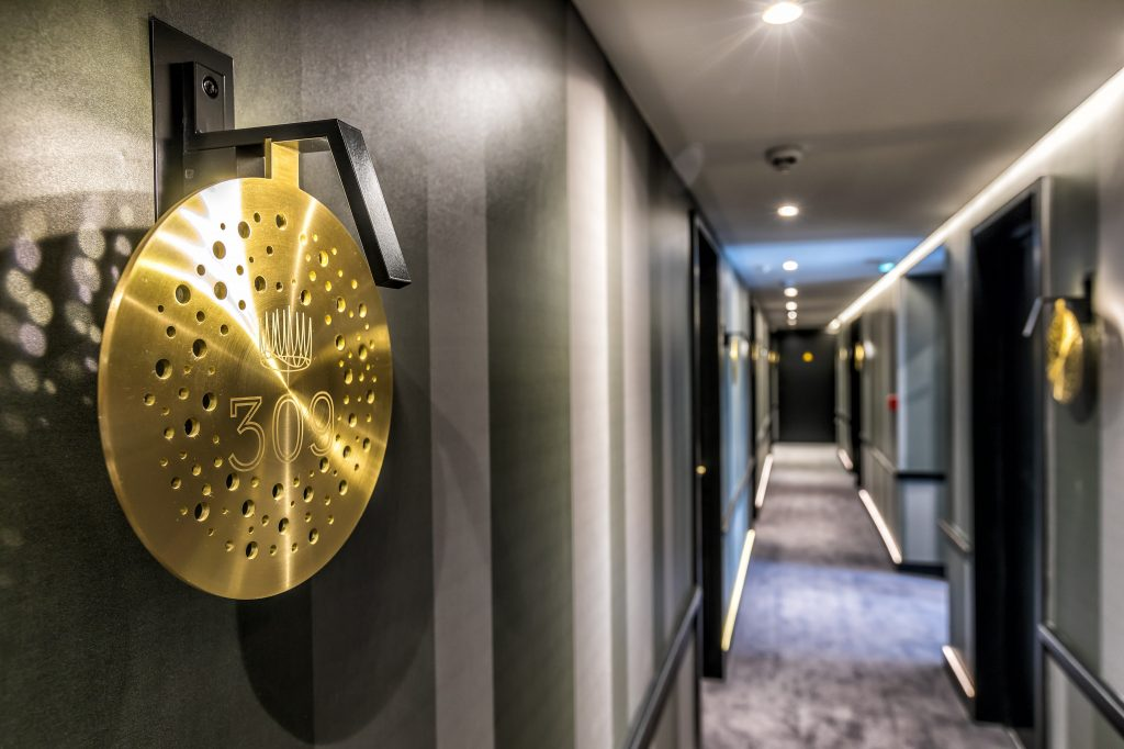hotel au boeuf couronne paris couloir