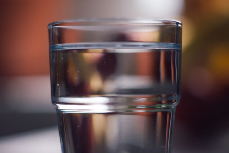 verre eau robinet