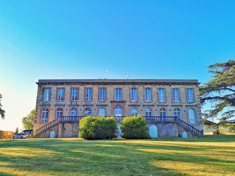 Chateau de Tauzies vue de derriere